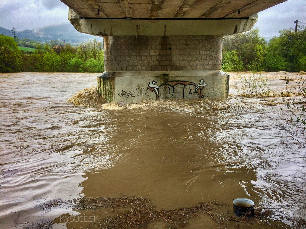 3-povodnovy-stupen-rieka-kysuca-2017-cadca-11.jpg