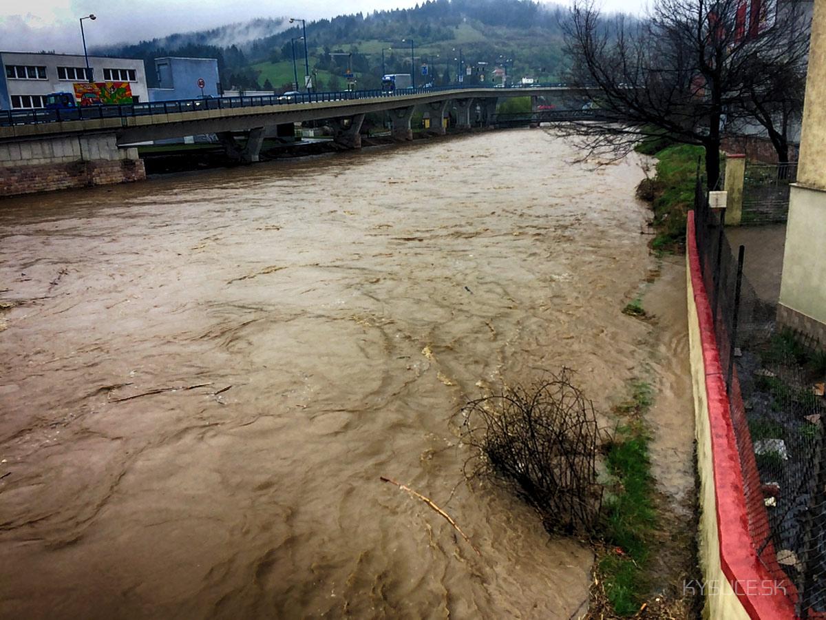 3-povodnovy-stupen-rieka-kysuca-2017-cadca-4.jpg