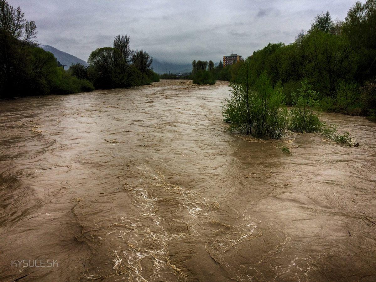 3-povodnovy-stupen-rieka-kysuca-2017-kysucke-nove-mesto2.jpg