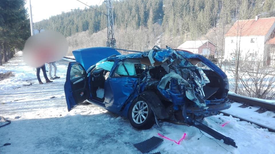 cierne-dopravna-nehoda-vlak-auto-1.jpg