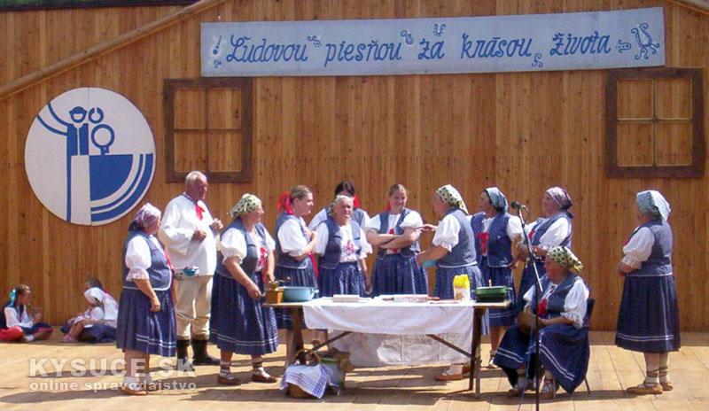 folklorny-festiva-ochodnica-2012-7.jpg