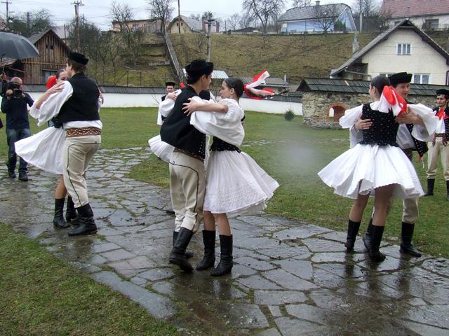 folklorny-subor-drevar-krasno2009-2.jpg