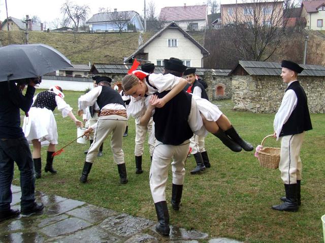 folklorny-subor-drevar-krasno2009-3.jpg