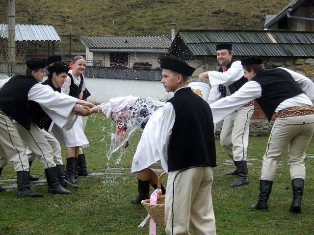 folklorny-subor-drevar-krasno2009-6.jpg