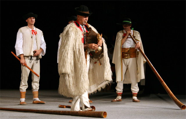 folklorny-subor-kysucan-etnofilm-2008-3.jpg