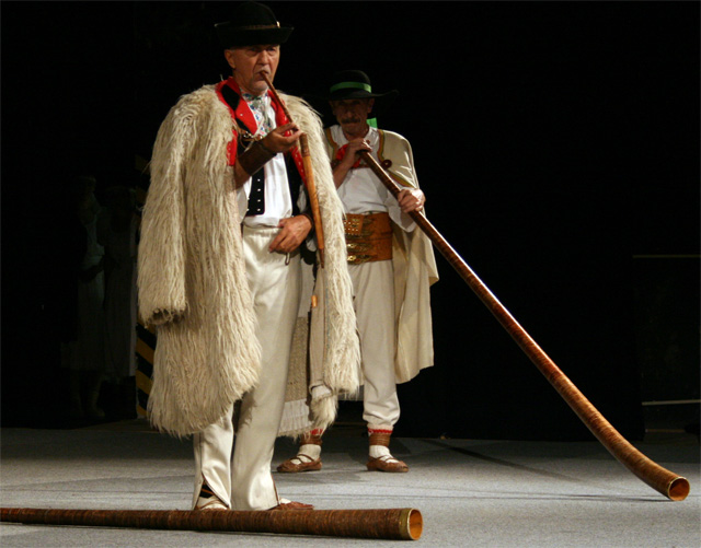 folklorny-subor-kysucan-etnofilm-2008-4.jpg
