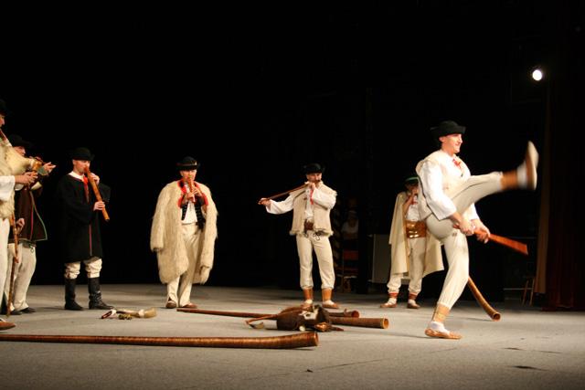 folklorny-subor-kysucan-etnofilm-2008-6.jpg