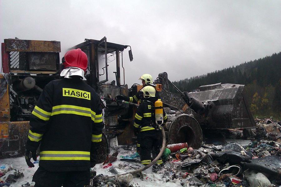 hasici-poziat-smetisko-turzovka-2014-4.jpg