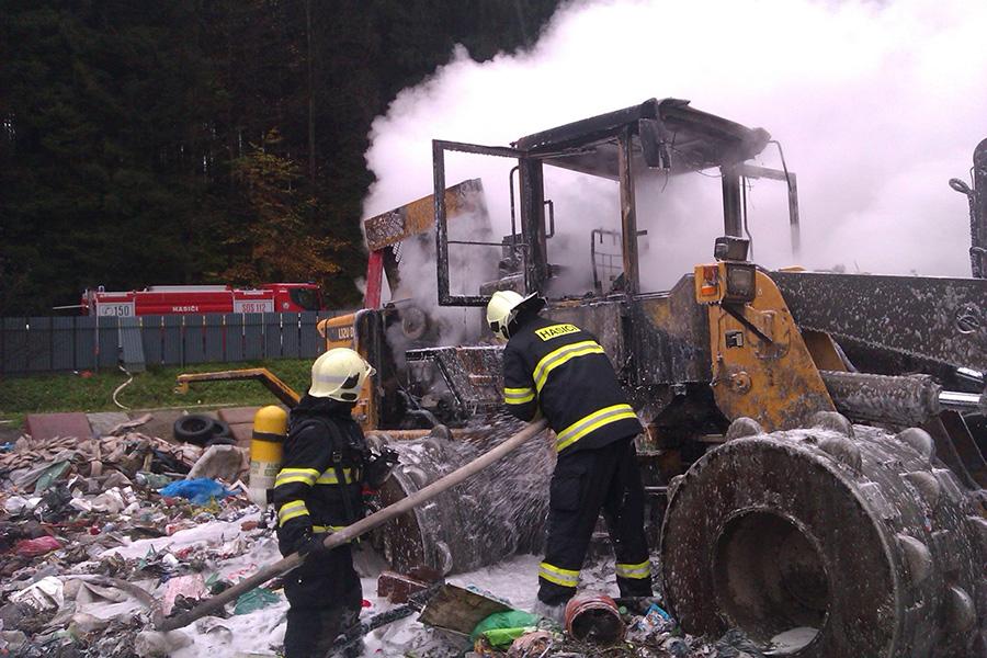hasici-poziat-smetisko-turzovka-2014-5.jpg