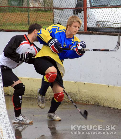 hokejbalovy-turnaj-2012-cadca-08-12.jpg