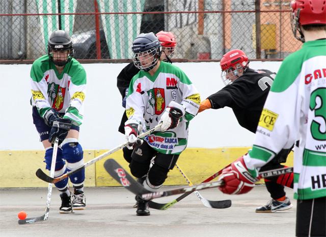 hokejbalovy-turnaj-cadca-2011-3-21.jpg