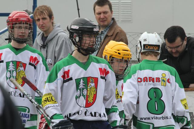 hokejbalovy-turnaj-cadca-2011-3-24.jpg