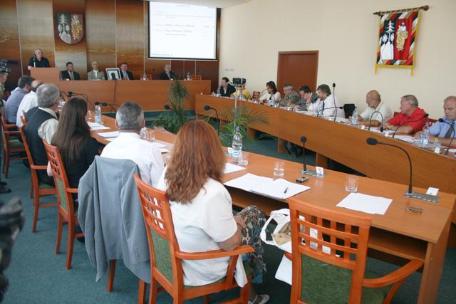 mestske-zastupitelstvo-cadca-2009-08.jpg