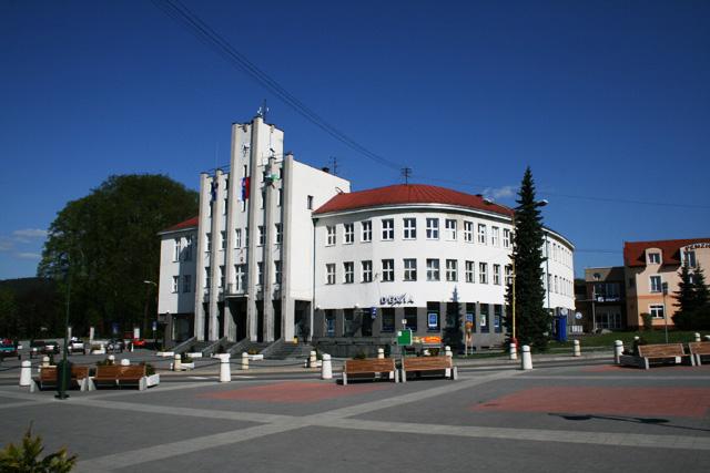 mestsky-dom-cadca-1.jpg