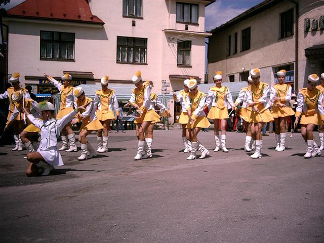 oscadnicka-heligonka-2004-1.jpg
