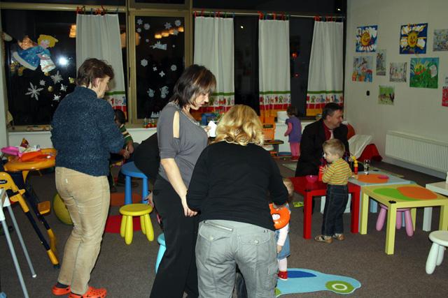 otvorenie-materskeho-klubu-v-cadci-2010-4.jpg
