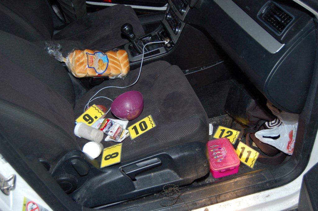 policia-zadrzala-dilera-drog-cadca-olesna-2016-6.jpg