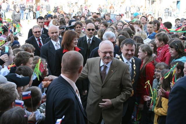 preziden-ivan-gasparovic-v-cadci-2009-18.jpg