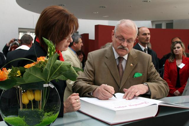 preziden-ivan-gasparovic-v-cadci-2009-49.jpg