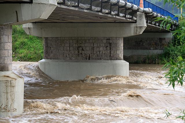 riaka-kysuca-hroziace-zaplavy-2010-19.jpg