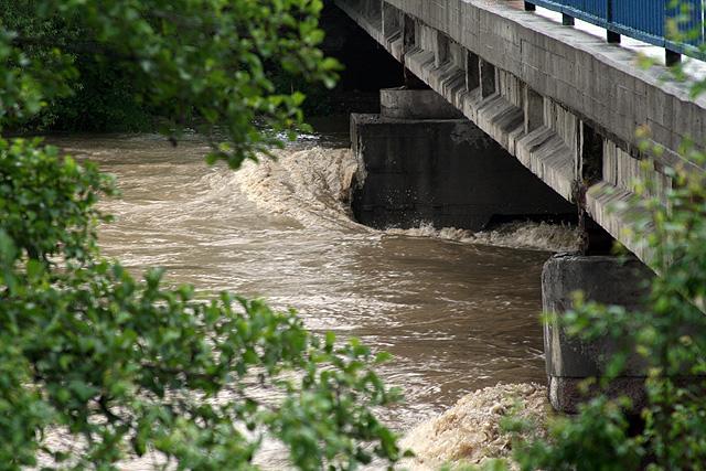 riaka-kysuca-hroziace-zaplavy-2010-21.jpg