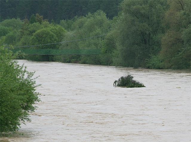 riaka-kysuca-hroziace-zaplavy-2010-23.jpg