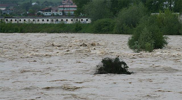 riaka-kysuca-hroziace-zaplavy-2010-24.jpg