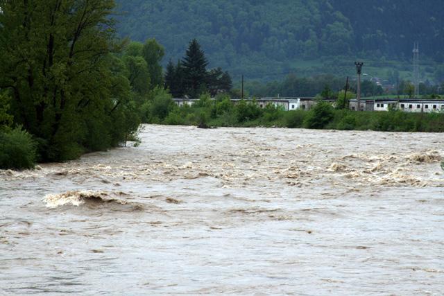 riaka-kysuca-hroziace-zaplavy-2010-26.jpg