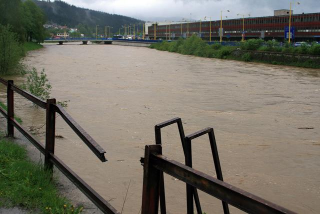 riaka-kysuca-hroziace-zaplavy-2010-3.jpg