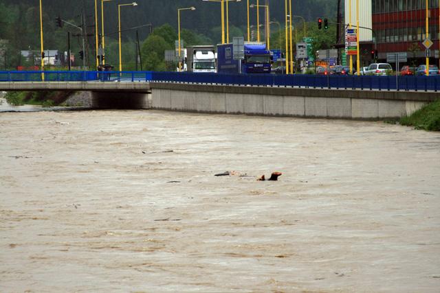 riaka-kysuca-hroziace-zaplavy-2010-4.jpg