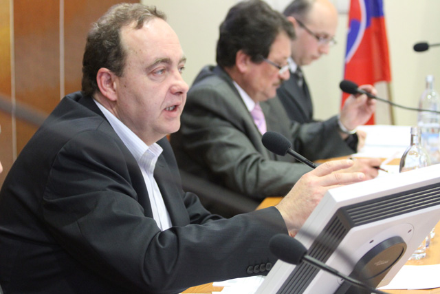 rokovanie-mestskeho-zastupitelstva-v-cadci-14-1-2011-2.jpg