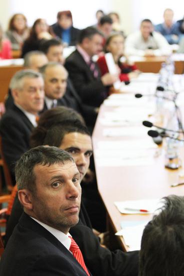 rokovanie-mestskeho-zastupitelstva-v-cadci-14-1-2011-6.jpg