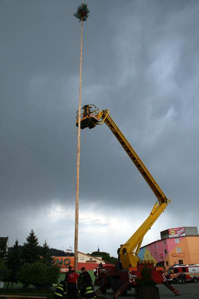 stavanie-maja-cadca-2009-7.jpg