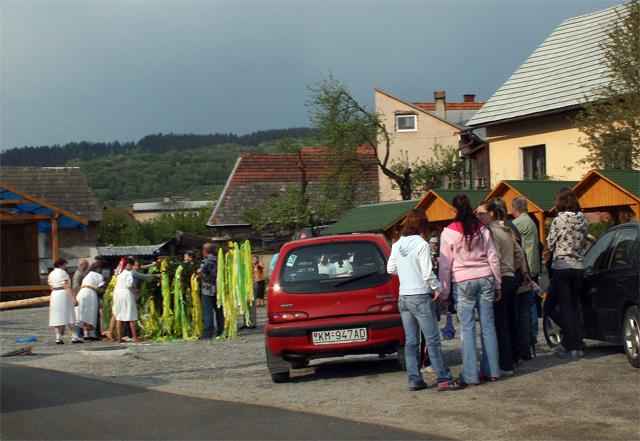 stavanie-maja-kysucky-lieskovec-2009-1.jpg
