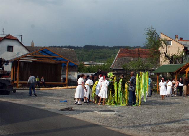 stavanie-maja-kysucky-lieskovec-2009-2.jpg