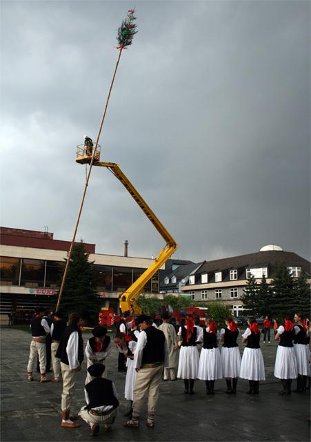 stavanie-maja-kysucky-lieskovec-2009-4.jpg
