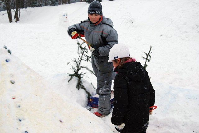 stavanie-snehuliakov-2010-3.jpg