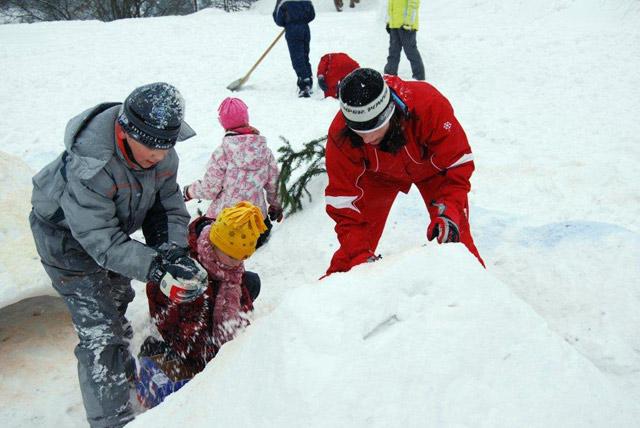 stavanie-snehuliakov-2010-4.jpg