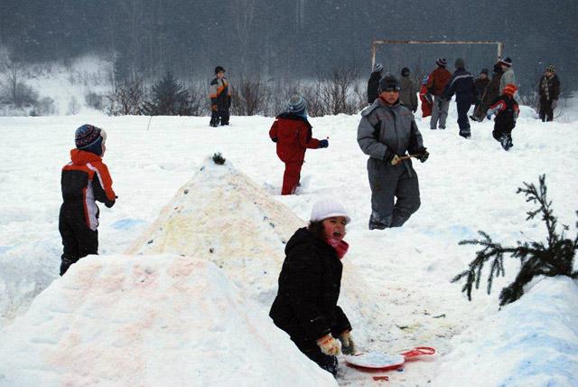 stavanie-snehuliakov-2010-5.jpg