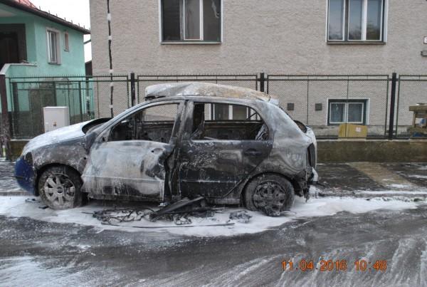 vecerny-poziar-auta-v-kysuckom-novom-meste-foto-5.jpg