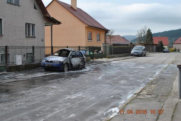 vecerny-poziar-auta-v-kysuckom-novom-meste-foto-7.jpg