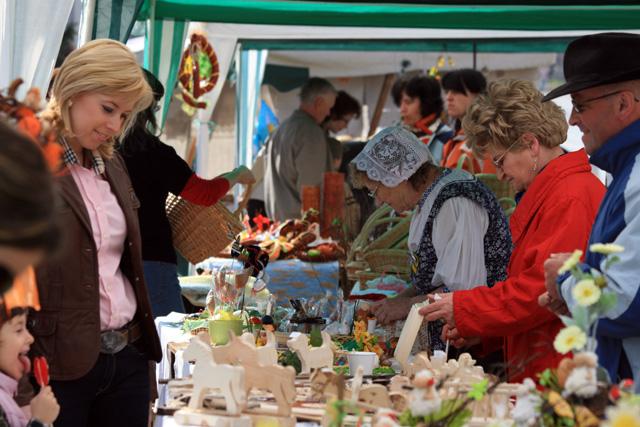 velkonocny-trh-ludovych-remesiel-cadca-2009-6.jpg