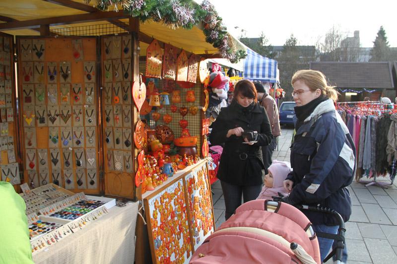 vianocne-trhy-cadca-2011-1.jpg