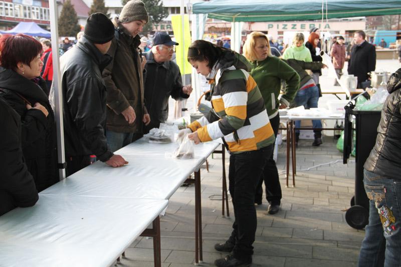 vianocne-trhy-cadca-2011-16.jpg
