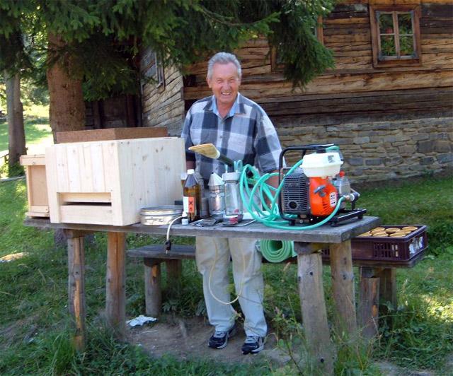 vyroba-medu-kysuce-vcelar-2009.jpg