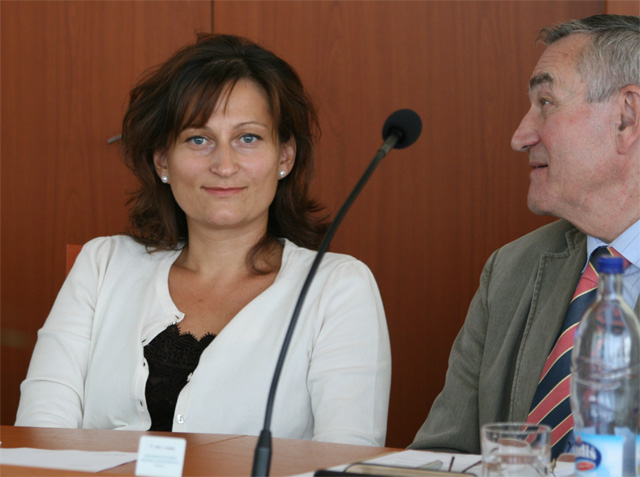 zastupitelstvo-cadca-kanaba-stryckova-09.jpg