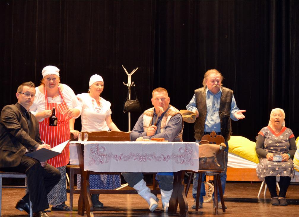 Divadelný súbor Staškovan odohral premiéru divadelnej hry Zabíjačka