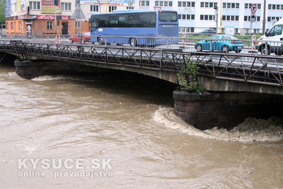 Pre Čadcu platí prvý stupeň výstrahy pred povodňami