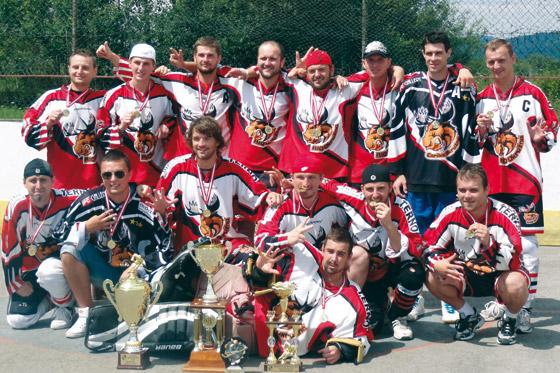 Hokejbal: Caribic vo finále KHL nedovolil Podzávozu zdramatizovať finále a obhájil titul