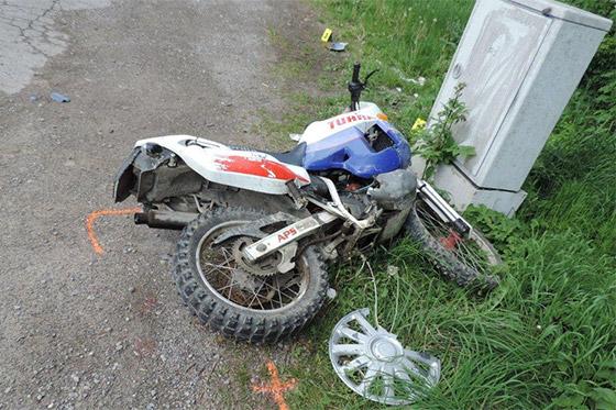 Pri dopravnej nehode v obci Skalité sa ťažko zranil motocyklista